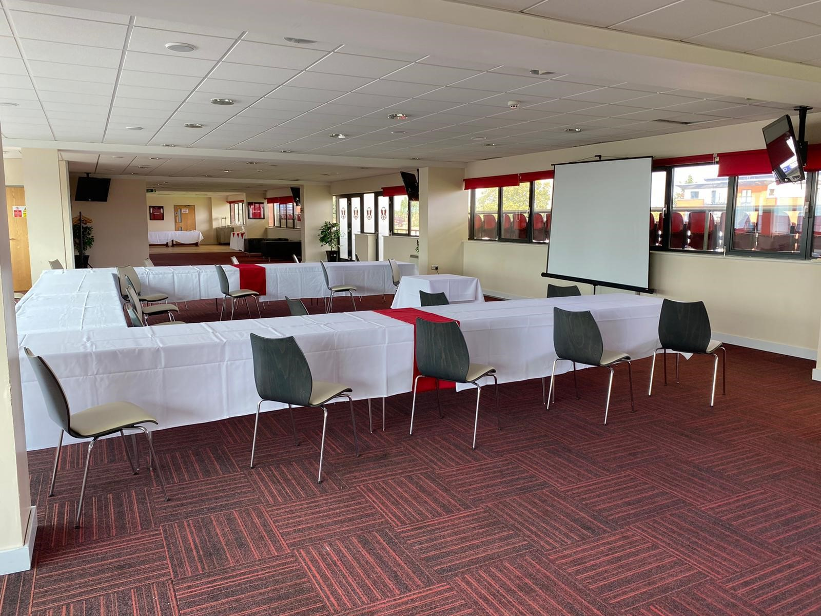 Covid-safe meeting room in London